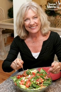 heatlhy-woman-eating-salad---close-up-3