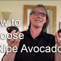 how to choose a ripe avocado - thumbnail